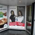Stiklo apklijavimas reklamine plėvele su foto vaizdu